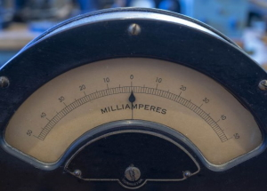What is the output of a 100 watt solar panel on a cloudy day? - Amp meter
